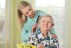 Polnische Pflegekräfte helfen bei der Grundpflege