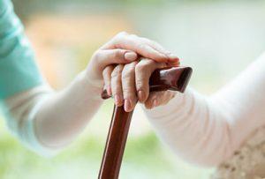 Ambulante oder stationäre Altenpflege?