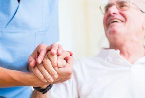 Auf was legt eine Person bei der Altenpflege wert?