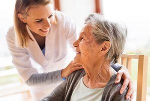 liebevolle Betreuung für Seniorin