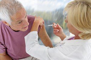 Pflegedienst setzt Injektion