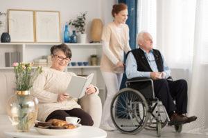Älteres Ehepaar mit polnischer Betreuerinn