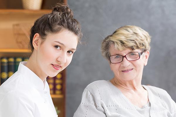 Vermittelte 24-Stunden-Pflegerin mit Senioren