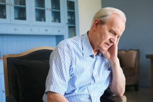 Einsamer Demenzkranker ohne Betreuung