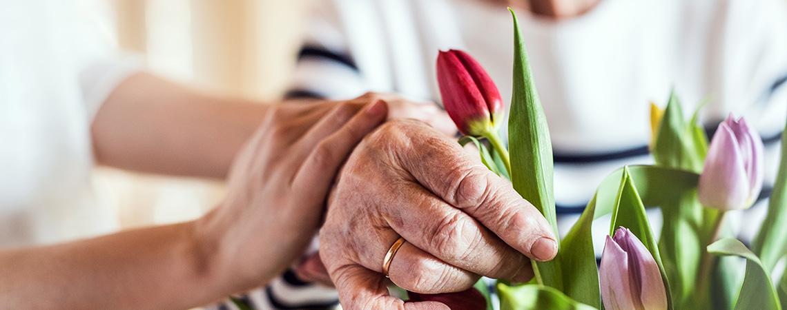 24-Stunden-Pflege unterstützt Seniorin zu Hause