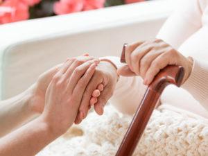 24-Stunden-Pflegekraft finanzieren?