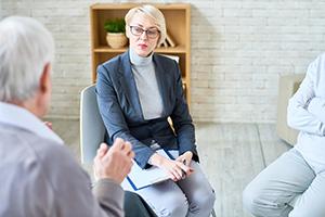 Seriöse Pflegevermittlungen überprüfen die Zufriedenheit ihrer Kunden