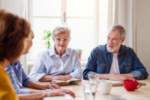Mitbewohner der Senioren-WG im Gespräch